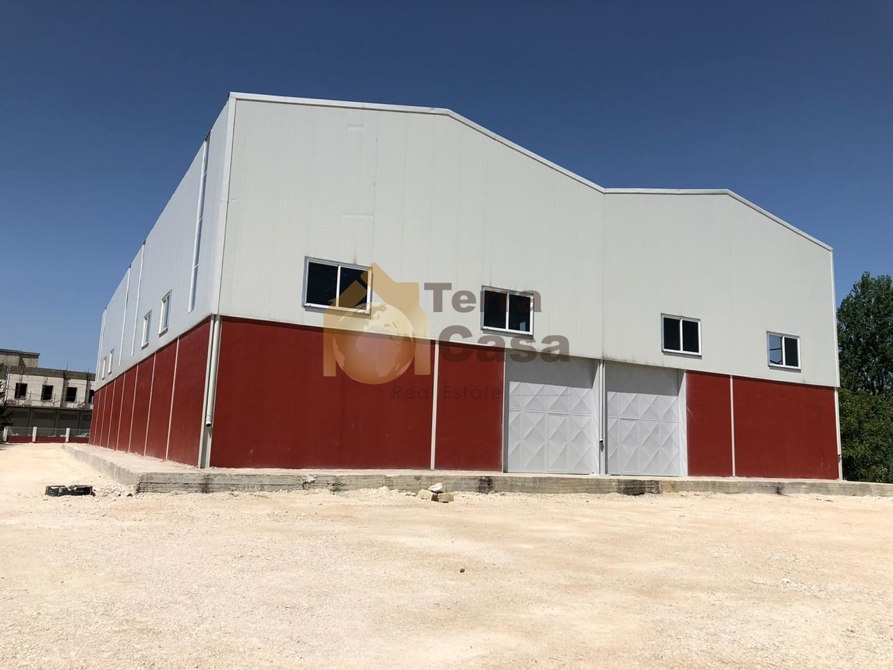 warehouse for rent in zahle maalaka main road with 3800 sqm land.