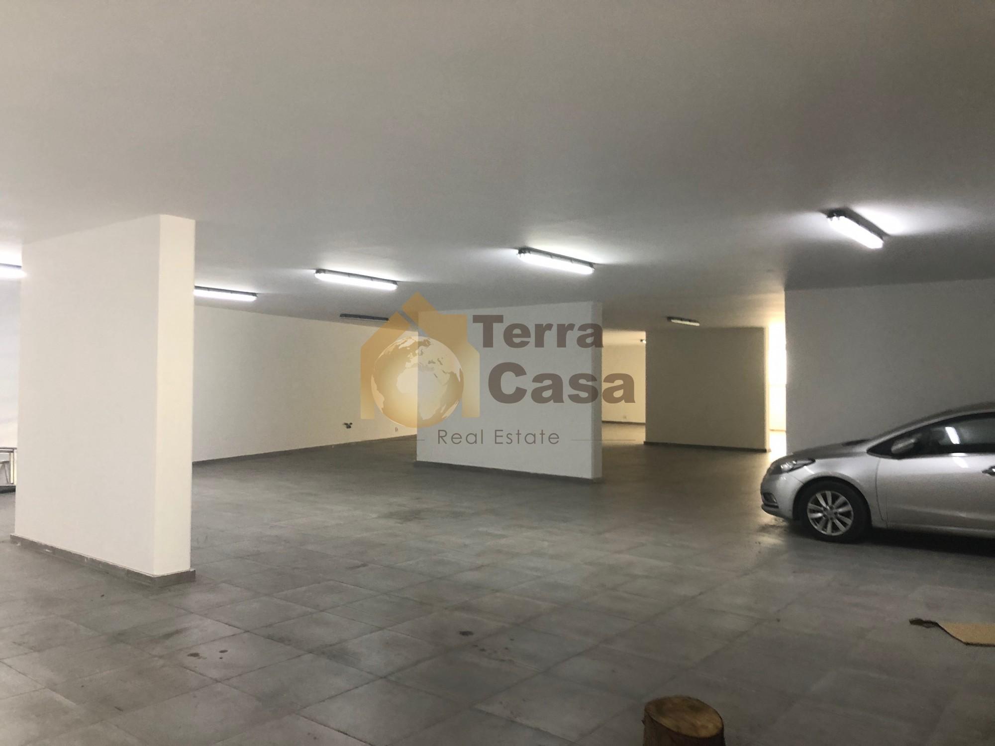 Jdeideh warehouse for rent