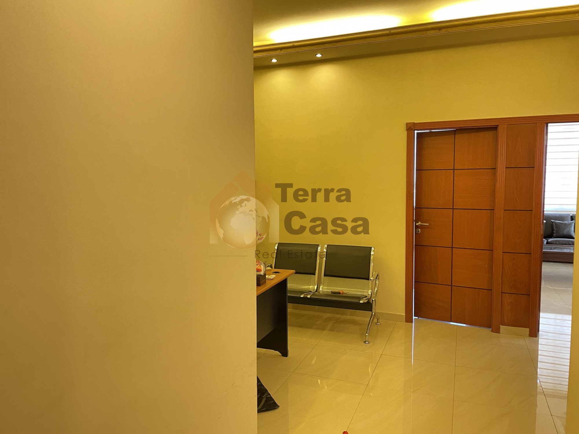 For rent a 75 sqm office for 700 $ banker cheque