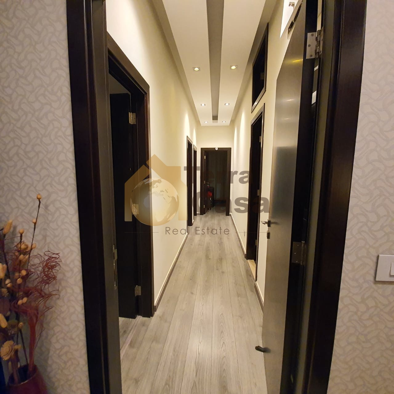 Luxurious fully decorated apartment cash payment.
