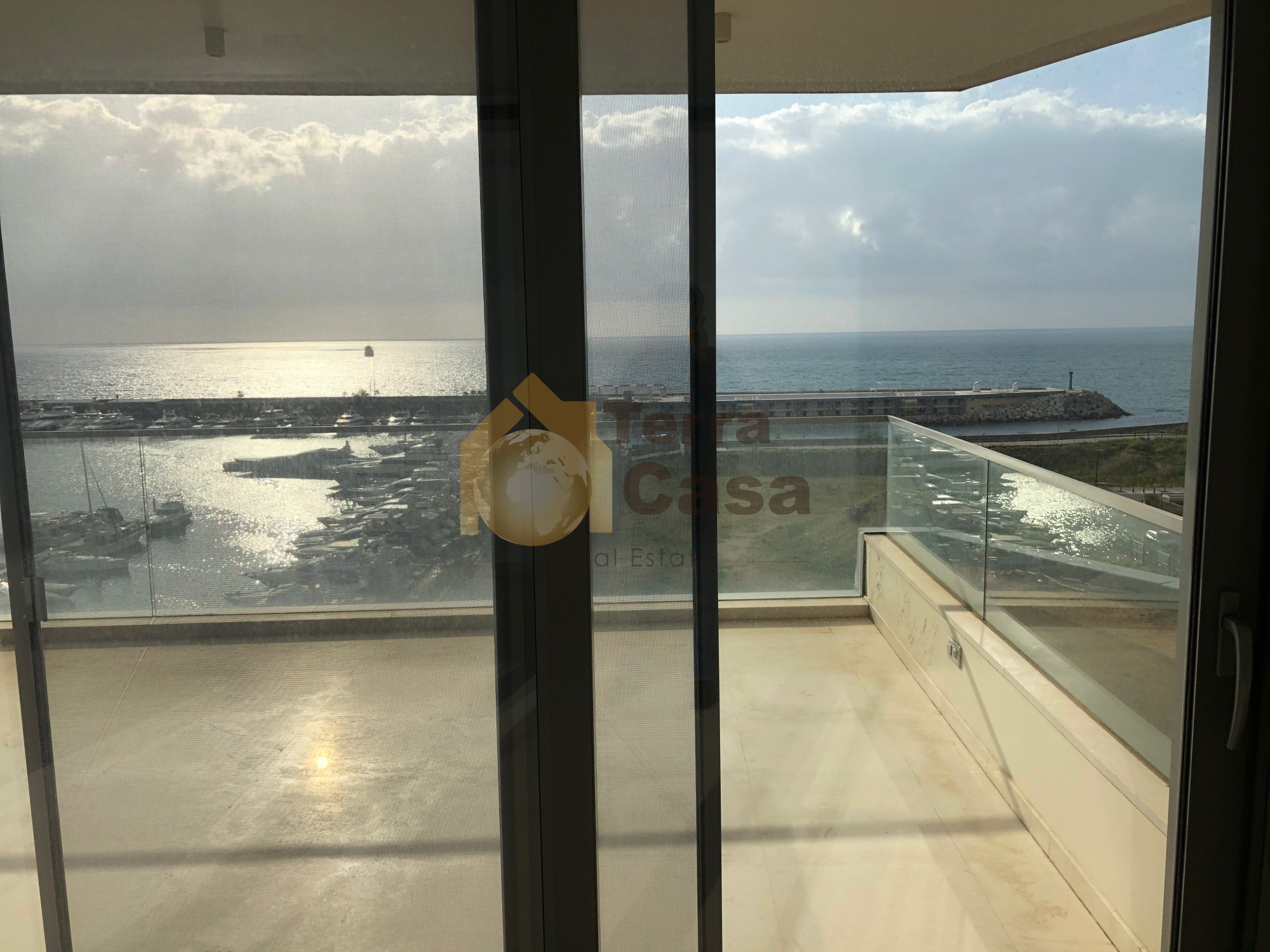 Waterfront apartment For Sale (Cash payment)