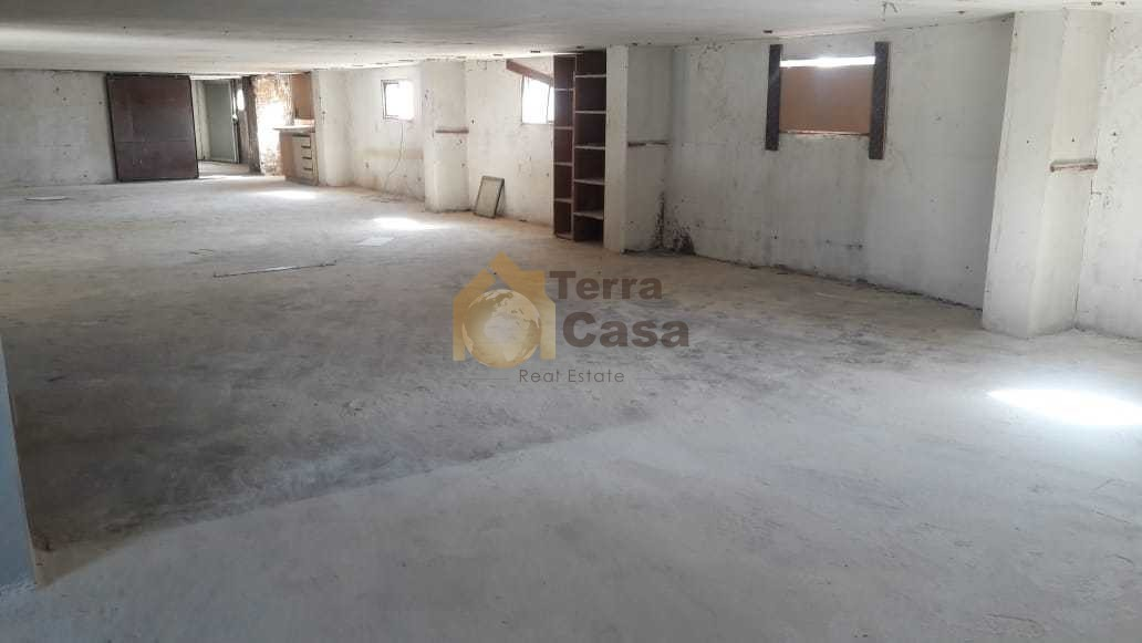 Industrial area warehouse for rent cash payment.